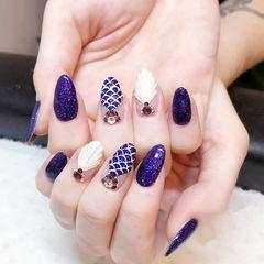 圆形白色紫色手绘贝壳钻夏天想学习这么好看的美甲吗?可以咨询微信mjbyxs6哦~美甲图片