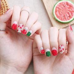 方圆形红色绿色手绘水果西瓜夏天圆法式想学习这么好看的美甲吗?可以咨询微信mjbyxs6哦~美甲图片
