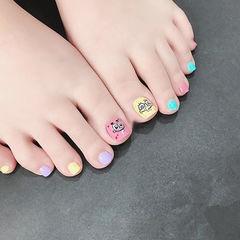 脚部粉色蓝色黄色紫色手绘跳色夏天想学习这么好看的美甲吗?可以咨询微信mjbyxs6哦~美甲图片