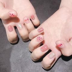 方圆形粉色白色亮片想学习这么好看的美甲吗?可以咨询微信mjbyxs6哦~美甲图片