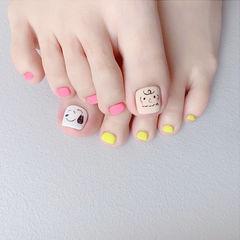 脚部粉色黄色手绘卡通可爱磨砂想学习这么好看的美甲吗?可以咨询微信mjbyxs6哦~美甲图片