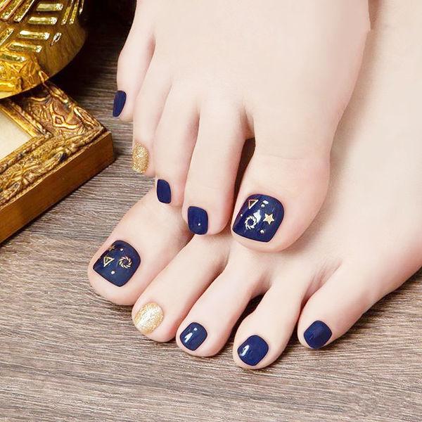 脚部蓝色金色金属饰品跳色美甲图片