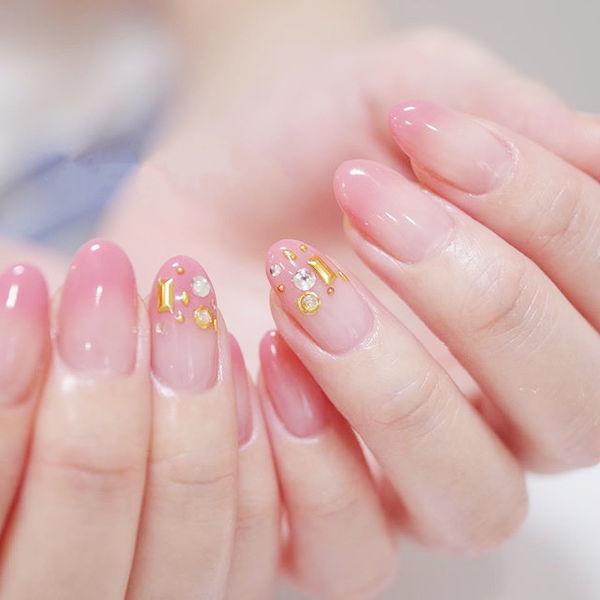 圆形粉色渐变钻金属饰品想学习这么好看的美甲吗?可以咨询微信mjbyxs6哦~美甲图片