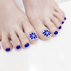 脚部蓝色手绘花朵钻想学习这么好看的美甲吗?可以咨询微信mjbyxs6哦~美甲图片