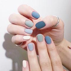 圆形蓝色灰色跳色短指甲磨砂想学习这么好看的美甲吗?可以咨询微信mjbyxs6哦~美甲图片