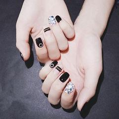 方圆形黑色钻想学习这么好看的美甲吗?可以咨询微信mjbyxs6哦~美甲图片