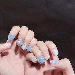 圆形蓝色手绘花朵晕染夏天想学习这么好看的美甲吗?可以咨询微信mjbyxs6哦~美甲图片