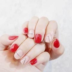 方圆形红色裸色线条简约美甲图片