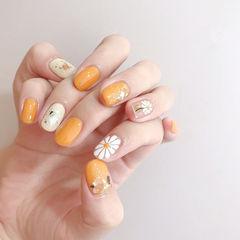 圆形橙色白色手绘雏菊夏天贝壳片想学习这么好看的美甲吗?可以咨询微信mjbyxs6哦~美甲图片