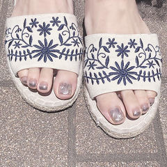 脚部银色水波纹想学习这么好看的美甲吗?可以咨询微信mjbyxs6哦~美甲图片
