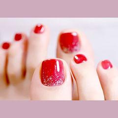 脚部红色闪粉新娘显白想学习这么好看的美甲吗?可以咨询微信mjbyxs6哦~美甲图片