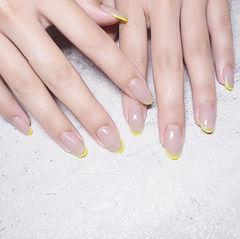 圆形裸色黄色简约上班族法式想学习这么好看的美甲吗?可以咨询微信mjbyxs6哦~美甲图片