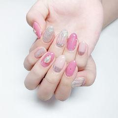 圆形粉色银色贝壳珍珠想学习这么好看的美甲吗?可以咨询微信mjbyxs6哦~美甲图片