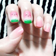 方圆形粉色绿色渐变手绘西瓜水果夏天水滴磨砂想学习这么好看的美甲吗?可以咨询微信mjbyxs6哦~美甲图片