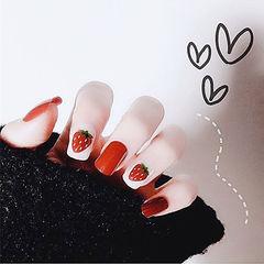 方形红色白色水果草莓夏天想学习这么好看的美甲吗?可以咨询微信mjbyxs6哦~美甲图片