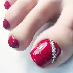脚部红色钻显白新娘美甲图片