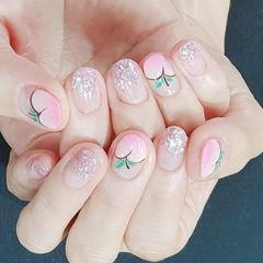 圆形粉色银色渐变手绘水果蜜桃夏天短指甲想学习这么好看的美甲吗?可以咨询微信mjbyxs6哦~美甲图片