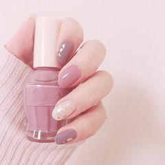 圆形粉色紫色金箔简约跳色美甲图片