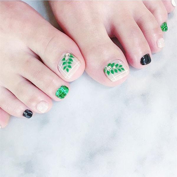 脚部绿色树叶钻夏天美甲图片