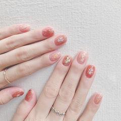 圆形粉色裸色贝壳片短指甲想学习这么好看的美甲吗?可以咨询微信mjbyxs6哦~美甲图片