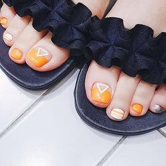 脚部橙色手绘夏天美甲图片