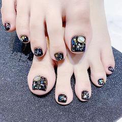 脚部黑色贝壳片想学习这么好看的美甲吗?可以咨询微信mjbyxs6哦~美甲图片