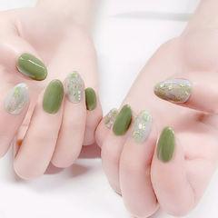 圆形绿色晕染贝壳片金箔想学习这么好看的美甲吗?可以咨询微信mjbyxs6哦~美甲图片