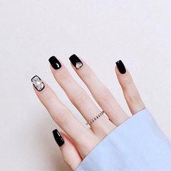 方圆形黑色钻显白美甲图片