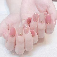 圆形粉色裸色晕染金箔新娘想学习这么好看的美甲吗?可以咨询微信mjbyxs6哦~美甲图片