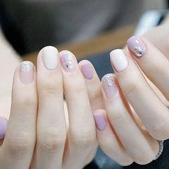 方圆形紫色银色白色晕染钻美甲图片