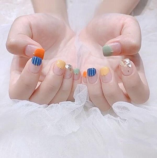 方圆形黄色绿色橙色蓝色圆法式贝壳片美甲图片