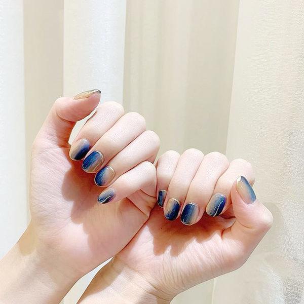 圆形蓝色竖形渐变短指甲美甲图片