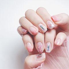 方圆形粉色渐变钻亮片美甲图片