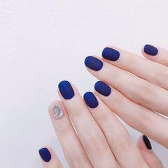 圆形蓝色钻磨砂美甲图片