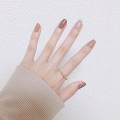 方圆形棕色裸色跳色简约秋天美甲图片