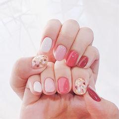 圆形红色粉色跳色贝壳片美甲图片