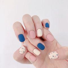 圆形蓝色粉色白色跳色磨砂美甲图片