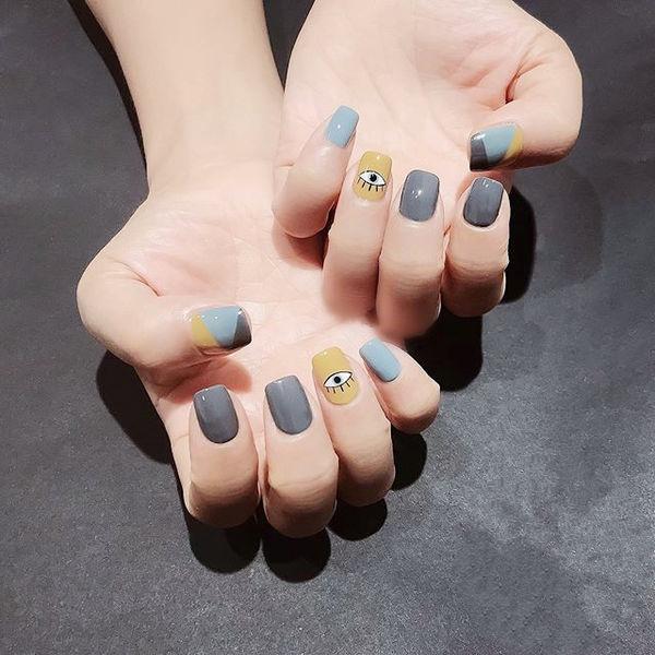 方圆形蓝色灰色黄色手绘眼睛美甲图片
