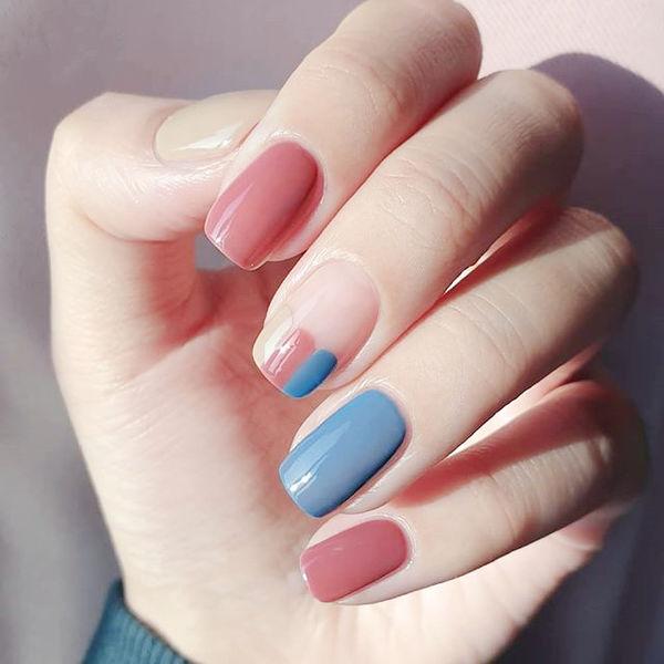 方圆形粉色蓝色法式美甲图片