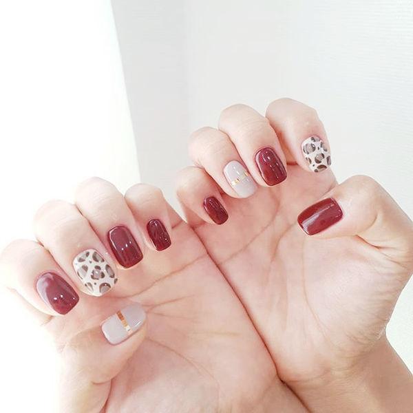 方圆形红色白色手绘豹纹金银线美甲图片