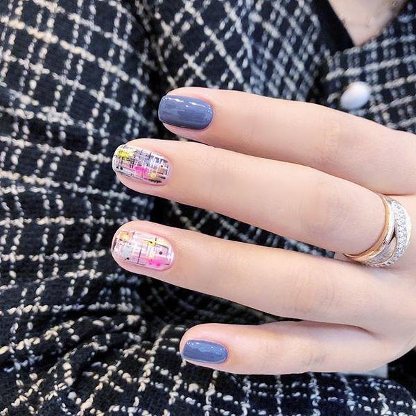 方圆形蓝色手绘毛呢美甲帮创办的CPMA技术体系日式美甲学校,全国连锁,想学美甲咨询微信:mjbyxs15美甲图片