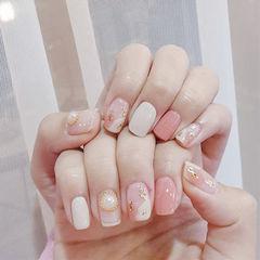 方圆形粉色白色晕染金箔珍珠美甲图片