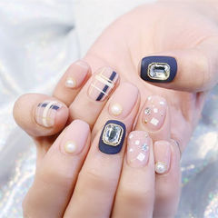 方圆形蓝色裸色钻珍珠亮片美甲图片