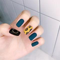方圆形黑色蓝色黄色手绘豹纹磨砂美甲图片