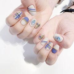 方圆形蓝色白色手绘格纹磨砂钻美甲图片