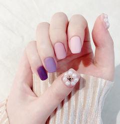 方圆形紫色粉色跳色磨砂珍珠美甲图片