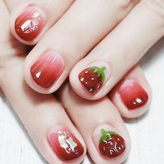 圆形红色渐变手绘水果草莓短指甲金箔全国连锁日式学校学美甲加微信:mjbyxs15美甲图片