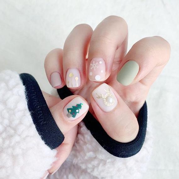 方圆形绿色裸色亮片珍珠磨砂圣诞美甲图片