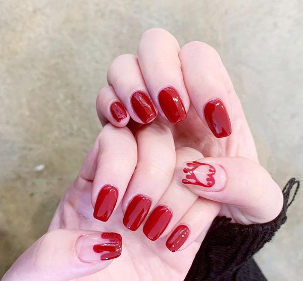 方圆形红色手绘心形全国连锁日式学校学美甲加微信:mjbyxs15美甲图片