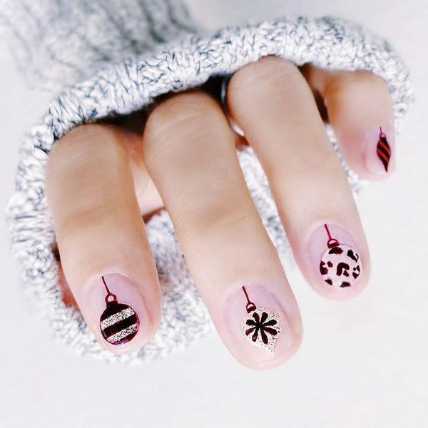 圆形酒红色裸色手绘圣诞全国连锁日式学校学美甲加微信:mjbyxs15美甲图片
